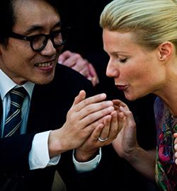 Contagion - Gwyneth Paltrow and Yoshiaki Kobayashi