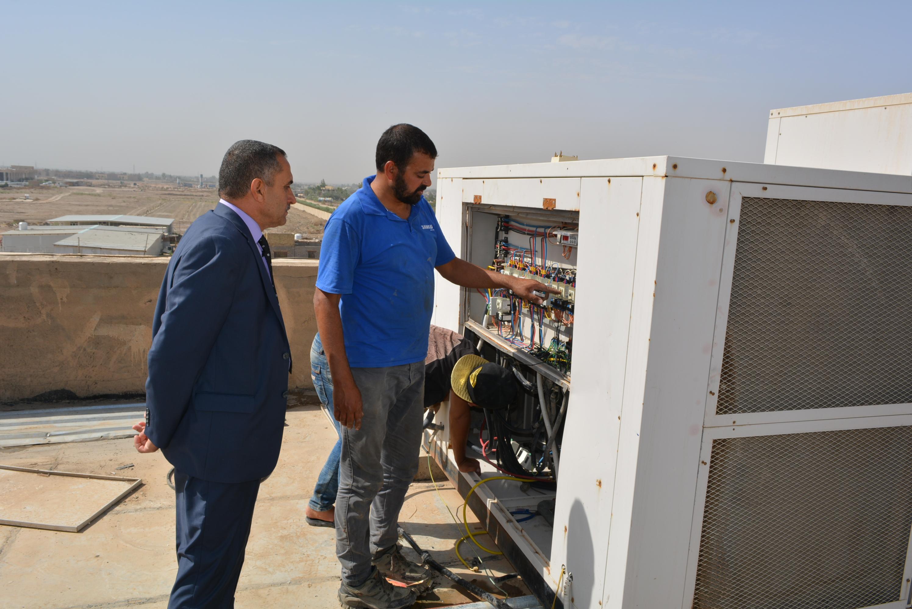 جهود حثيثة  مستمرة لصيانة اجهزة التبريد  في المجمعات السكنية في جامعة كربلاء