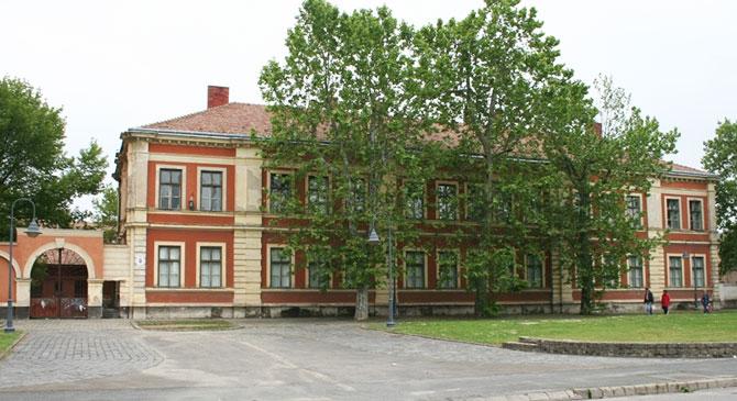 Új helyet kap az esztergomi könyvtár