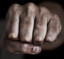 A dühös szomszéd az idős férfi bordáját törte össze