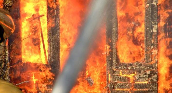 Melléképület égett a Sátorkő úton