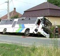 Busz és kamion ütközött Nagysápon
