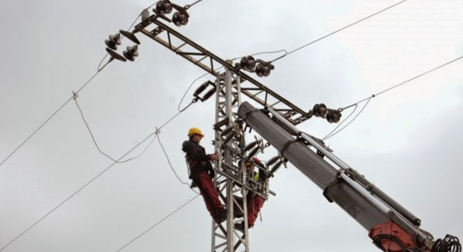 Ezer fogyasztói helyen szünetelt az áramszolgáltatás