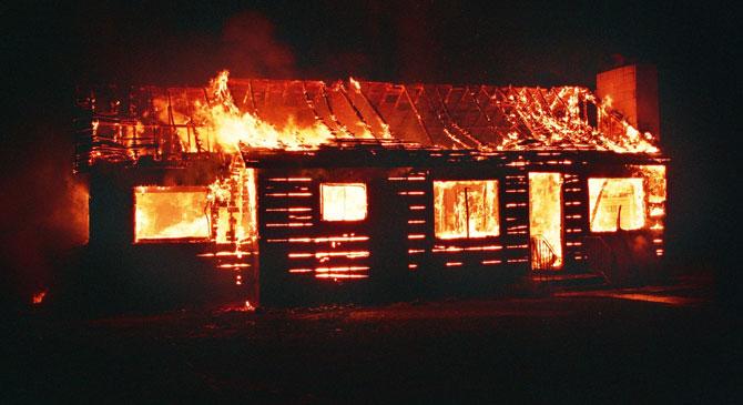 Egy hétvégi ház égett a Lóga-tó közelében