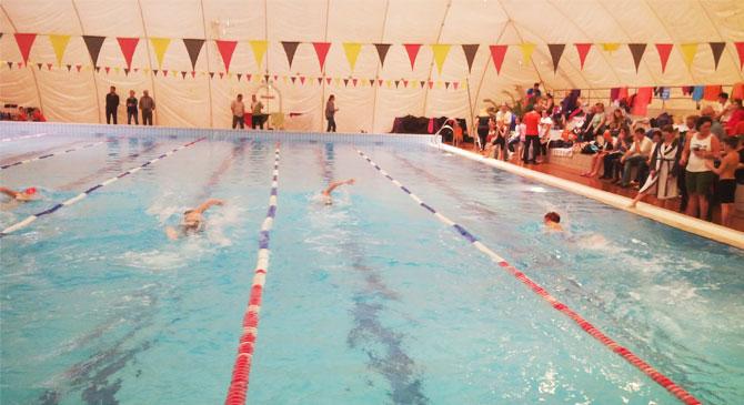 Úszóversenyt rendeztek Dorogon