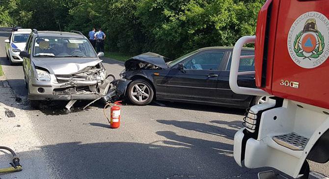 Két autó ütközött össze Tokodon