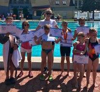 Húsz úszóérem Komáromból