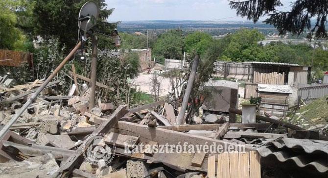 Robbanás döntött szét egy épületet Lábatlanon