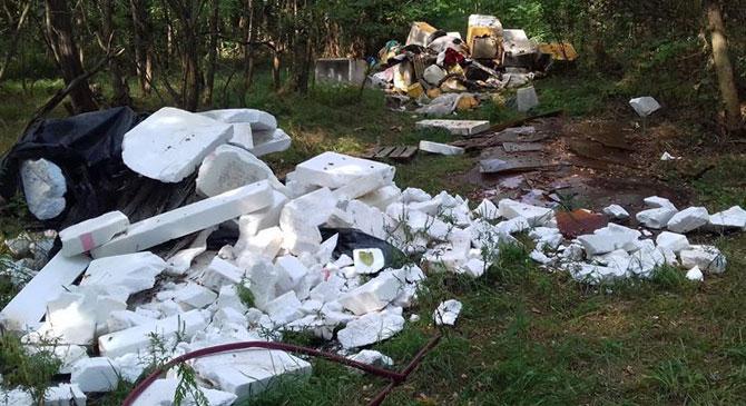 Ismét veszélyes hulladékokkal pakolták tele erdeinket