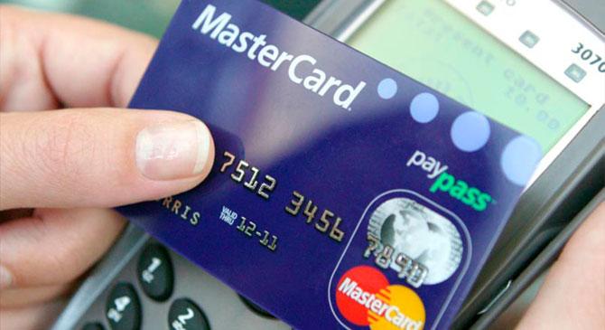 Először jó ötletnek tűnt a talált bankkártyával vásárolni