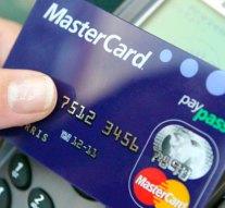 PayPass hátránya: talált bankkártyával vásároltak