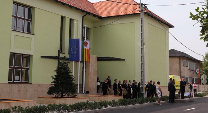 Átadták a felújított Petőfi iskolát