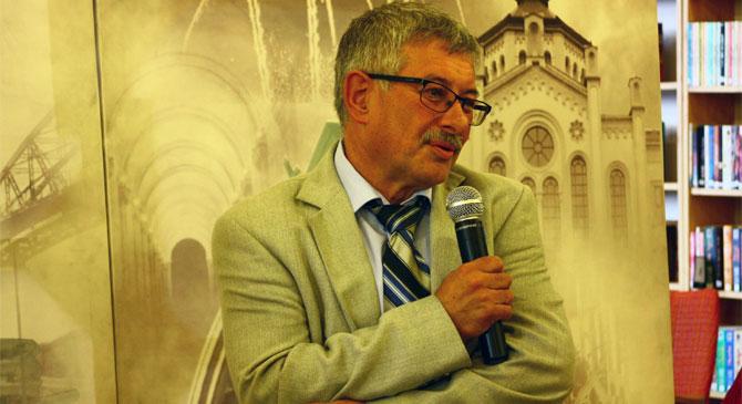 Ungár Dénes érsebész volt az esztergomi könyvtár vendége