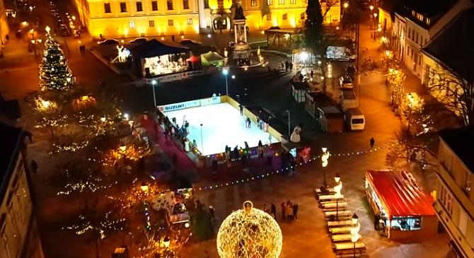 Ilyen a Széchenyi tér díszkivilágítása