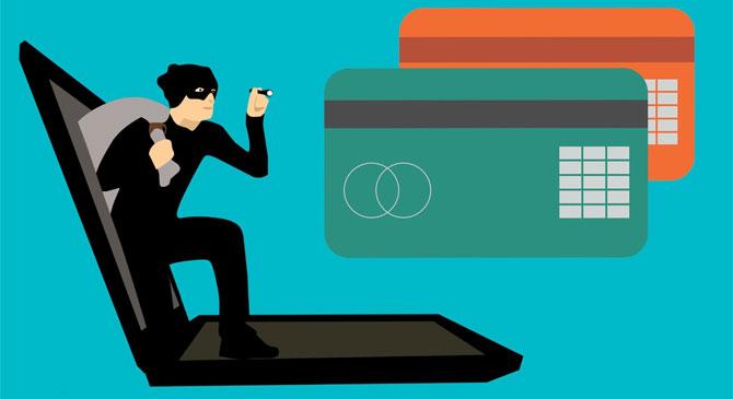 Dorogi és esztergomi webáruház-csalókat fogtak el