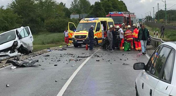 Súlyos sérültje is van a 10-es úti balesetnek