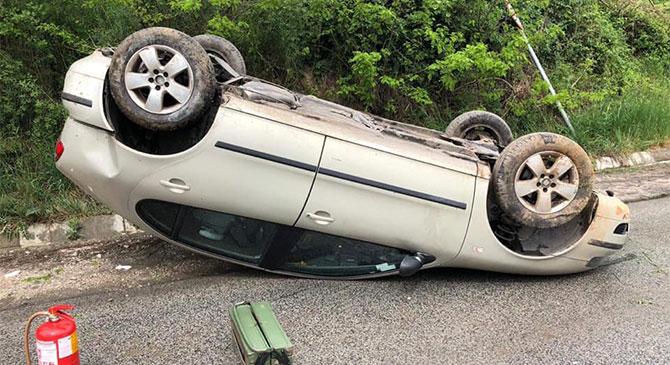 Tetejére borult egy autó Tokodon