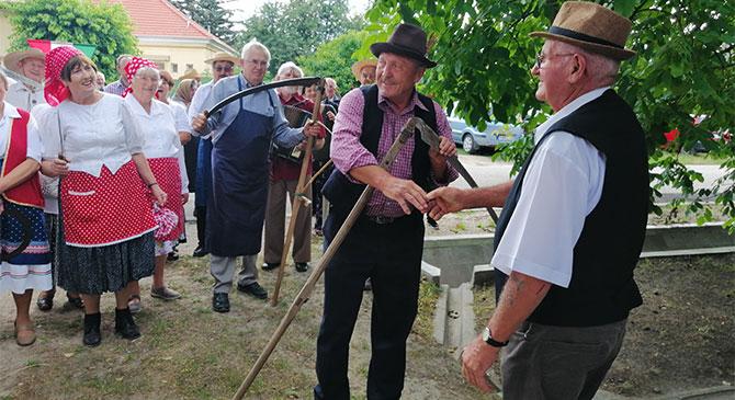 Folklórban gazdag aratóünnepet tartottak Szentgyörgymezőn