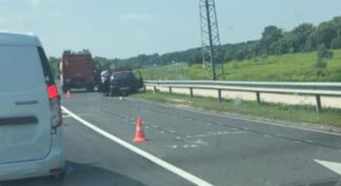 Veszélyes anyagot szállító teherautó ütközött Tátnál