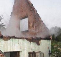 Teljesen leégett egy lábatlani ház teteje