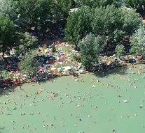 Ilyen egy nyári hétvége a Palatinus-tó strandján