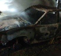 Teljes terjedelmében égett egy autó Tokodon