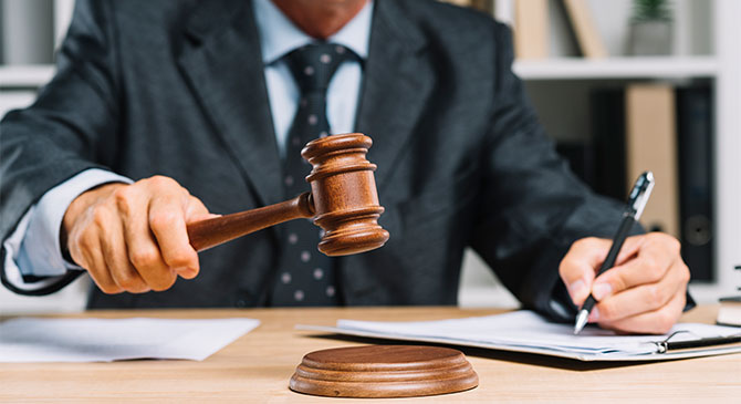 Vádat is emeltek a szállodás csaló nő ellen