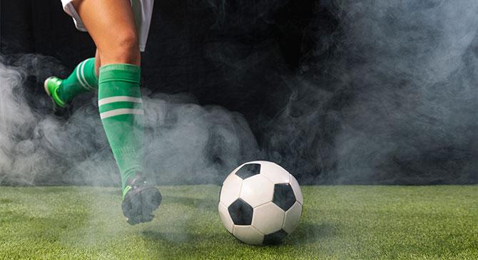 Megzavarta a focimeccset, vádat emeltek ellene