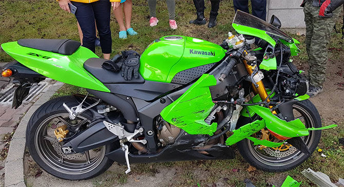 Motorkerékpár és személygépkocsi ütközött Dorogon
