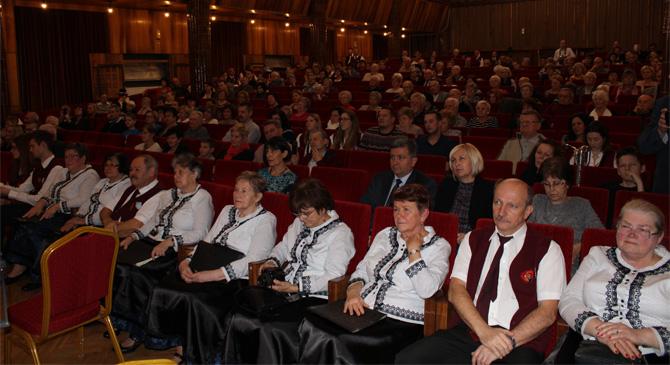 Kiállítással és zenés esttel ünnepelték a Luca napot Dorogon
