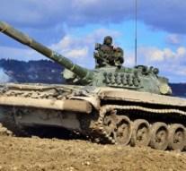 Katonai járművek haladnak át térségünkön