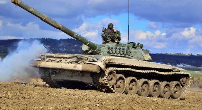 Katonai konvoj halad át térségünkön