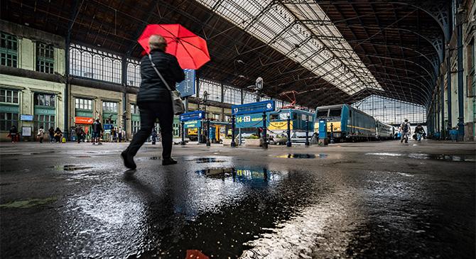 Tetőfelújítás miatt év végéig bezár a Nyugati pályaudvar csarnoka