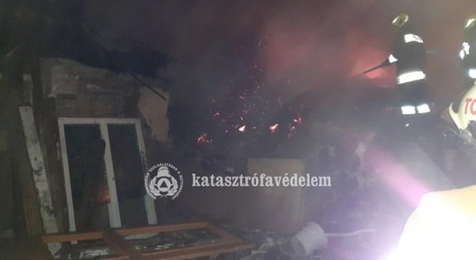 Leégett egy melléképület Tokodon