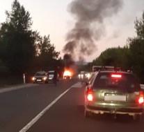 Teljes terjedelmében égett egy autó