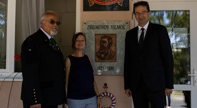 Zsigmondy-domborművet avattak Dorogon