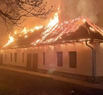 Rendezvényház tetőszerkezete égett Héregen