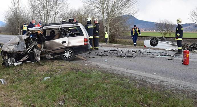 Képek a táti balesetről