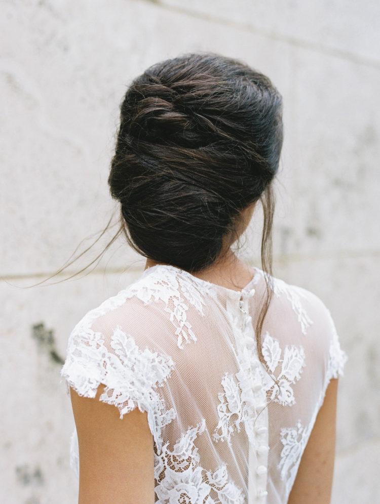 Fryzury ślubne 2019, Fryzury na wesele, trendy ślubne 2019, fryzura, modna fryzura na ślub, modna fryzura na wesele, stylizacja ślubna, panna młoda, uroda, look book, fryzjer, fryzura ślubna, inspiracje ślubne, jaka fryzura na ślub, włosy długie, włosy krótkie, fale, upięcia ślubne, romantyczne upięcia ślubne, warkocze, kucyki na ślub, wedding hair 2019
