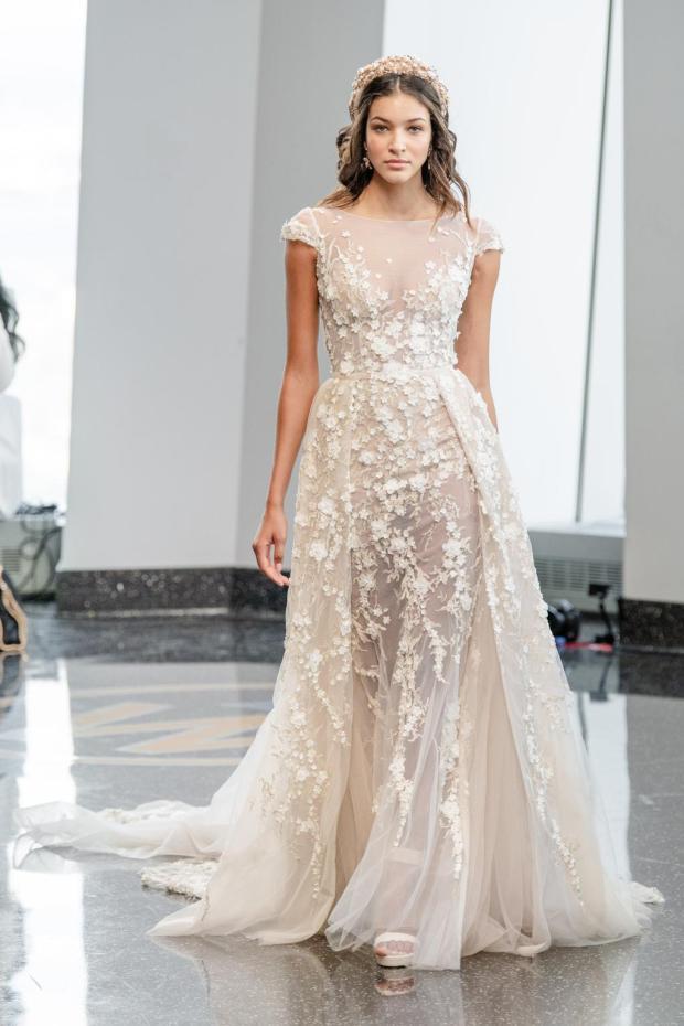 Berta Bridal Fall 2020, Suknie ślubne 2020, modne suknie ślubne, Panna Młoda 2020, ślub 2020, moda ślubna, najpiękniejsze suknie ślubne, trendy ślubne 2020, wedding dress trends 2020