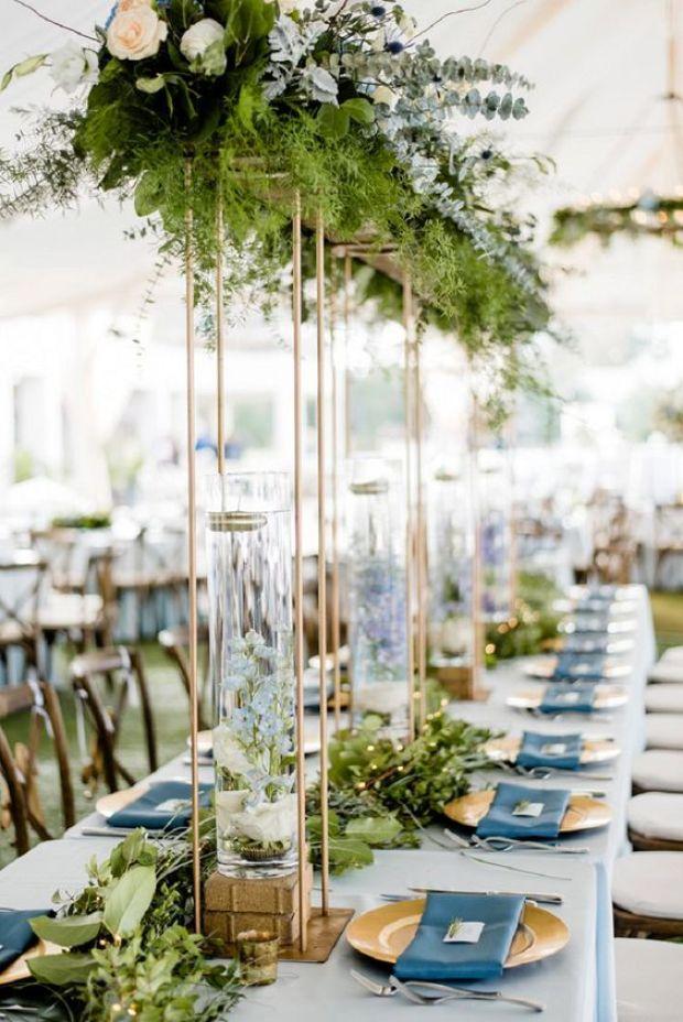 Dekoracja stołów na wesele, dekoracje weselne w kolorze niebieskim, Ślub w kolorze klasyczny niebieski 2020, classic blue wedding 2020, inspiracje ślubne, kolor roku 2020, modne śluby, trendy ślubne 2020, ślubny blog, dekoracje ślubne w kolorze niebieskim, ślub w niebieskim