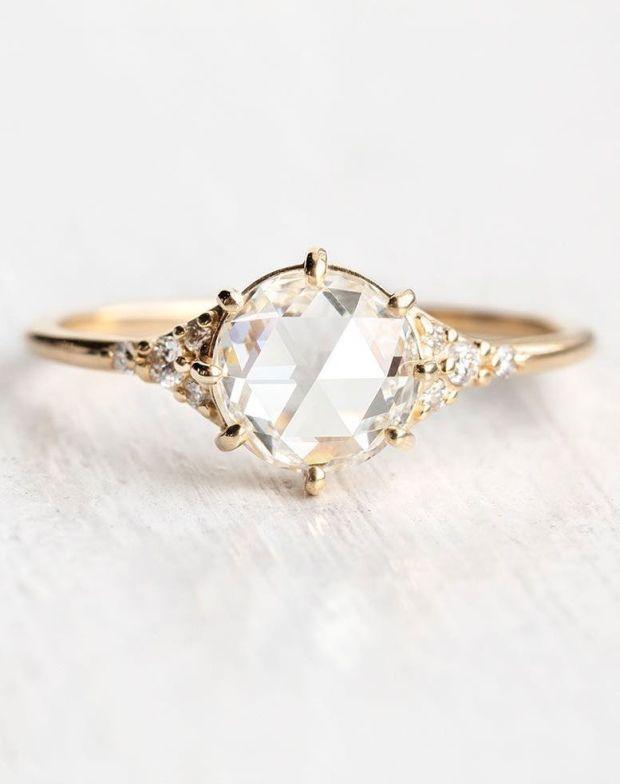 Zakup pierścionka zaręczynowego, Jaki wybrać pierścionek, Zaręczyny, Oświadczyny, Narzeczona, Narzeczony, Planowanie ślubu, Małżeństwo, Biżuteria ślubna, Pomysły na zaręczyny, Złoty pierścionek, Pierścionek z diamentem, engagement ring, diamond ring, jewelry