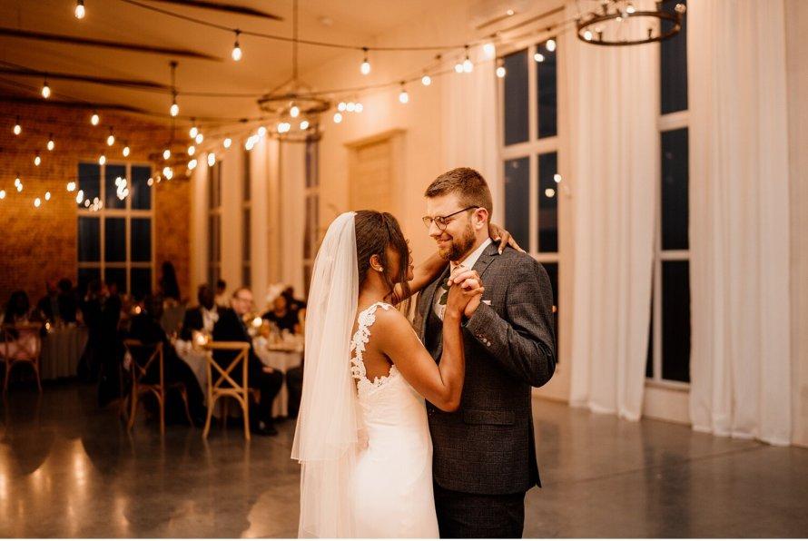 Pierwszy taniec ślubny, taniec pary młodej, nauka tańca Kraków, zabawa weselna, tańce weselne, para młoda