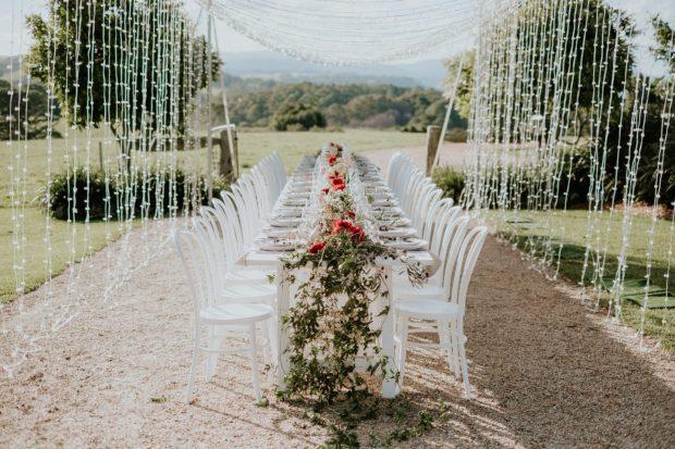 Stylizacje stołu weselnego, dekoracja stołu w plenerze, przyjęcie weselne w plenerze wystrój, orginalna dekoracja przyjęcia weselnego, orginalny wystrój na wesele, wedding planner Krakow, konsultant ślubny Kraków, Winsa Wedding Planners, Inspiracje ślubne, Blog ślubny dekoracje na wesele, najpiękniejsze dekoracje ślubne, wesele dekoracje, miejsce na wesele, dekoracje miejsca na wesele, Wiosenne wesele, wedding table centerpiece ideas,  unique wedding table design, wedding table decorations, flowers for a wedding, spring wedding idea, elegant wedding Poland, tent wedding Poland