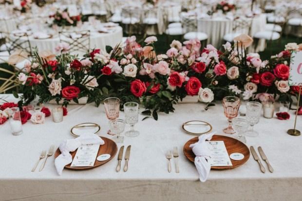 Piękna Stylizacja stołu na wesele, dekoracja stołów, sala weselna wystrój, orginalna dekoracja wesela, orginalny wystrój na wesele, wedding planner Krakow, konsultant ślubny Kraków, Winsa Wedding Planners, Inspiracje ślubne, Blog ślubny dekoracje na wesele, najpiękniejsze dekoracje ślubne, wesele dekoracje, miejsce na wesele, dekoracje miejsca na wesele, Wiosenne wesele, wedding table centerpiece ideas,  unique wedding table design, wedding table decorations, flowers for a wedding, spring wedding idea, elegant wedding Poland, tent wedding Poland