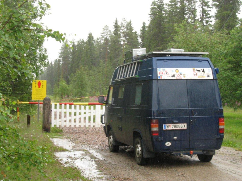 Karelien: Unser Campy steht an der russischen Grenze, der Himmel weint.