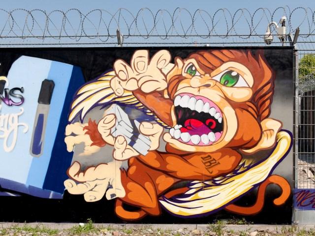 2013-05-05 D700 Graffiti Frankfurt EZB 011