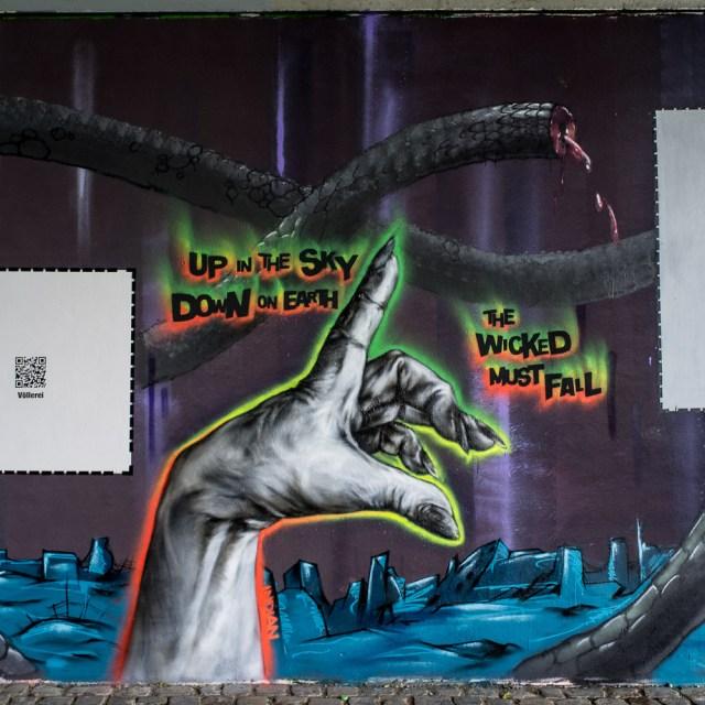 2013-05-25 X100 Frankfurt Graffiti Friedensbrücke 003