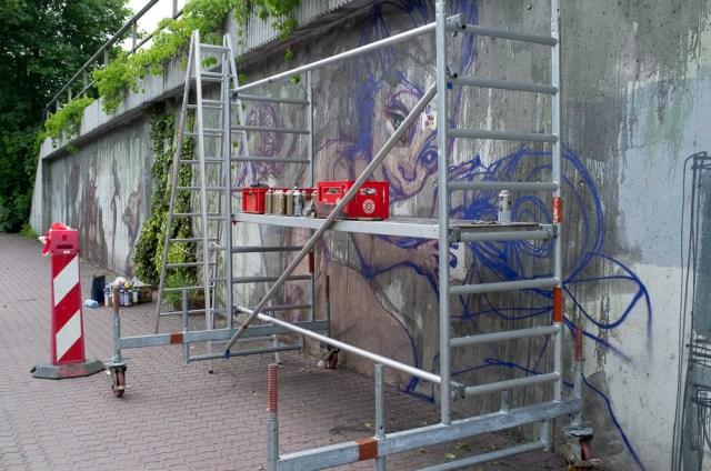 2013-05-25 X100 Graffiti Bad Vilbel Herakut Bahndamm 034