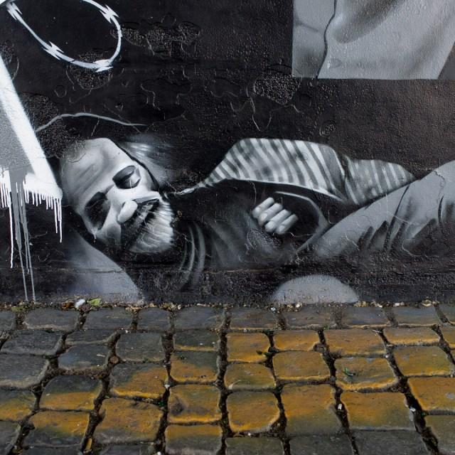 2013-06-03 X100 Graffiti Frankfurt Friedensbrücke 010